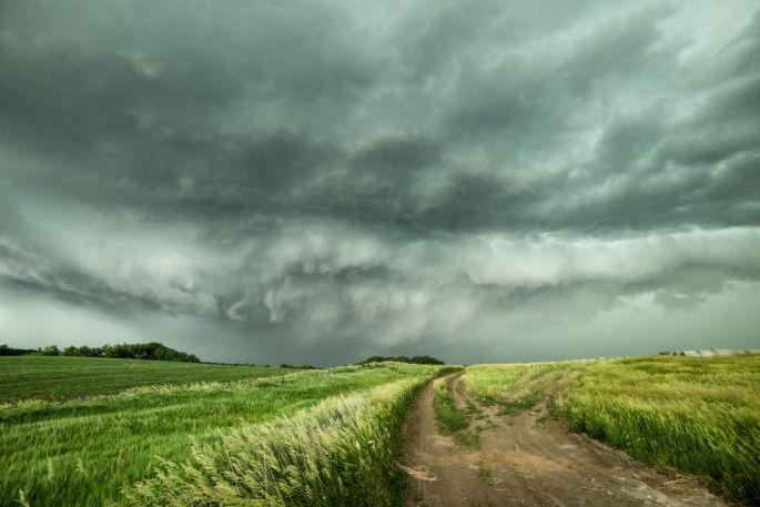 a-tornadic-supercell-moving-towards-the-town-of-oneill--nebraska--usa-763158123-5acfcf7d8e1b6e003706393b